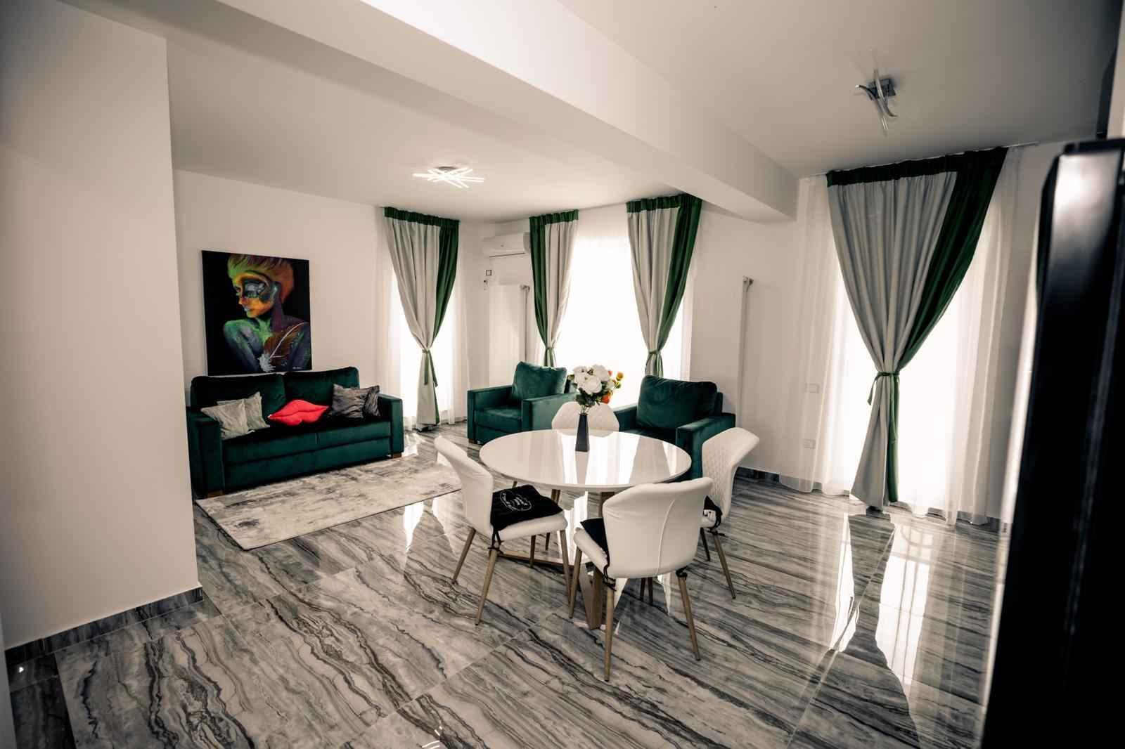 Apartamentele Eral<